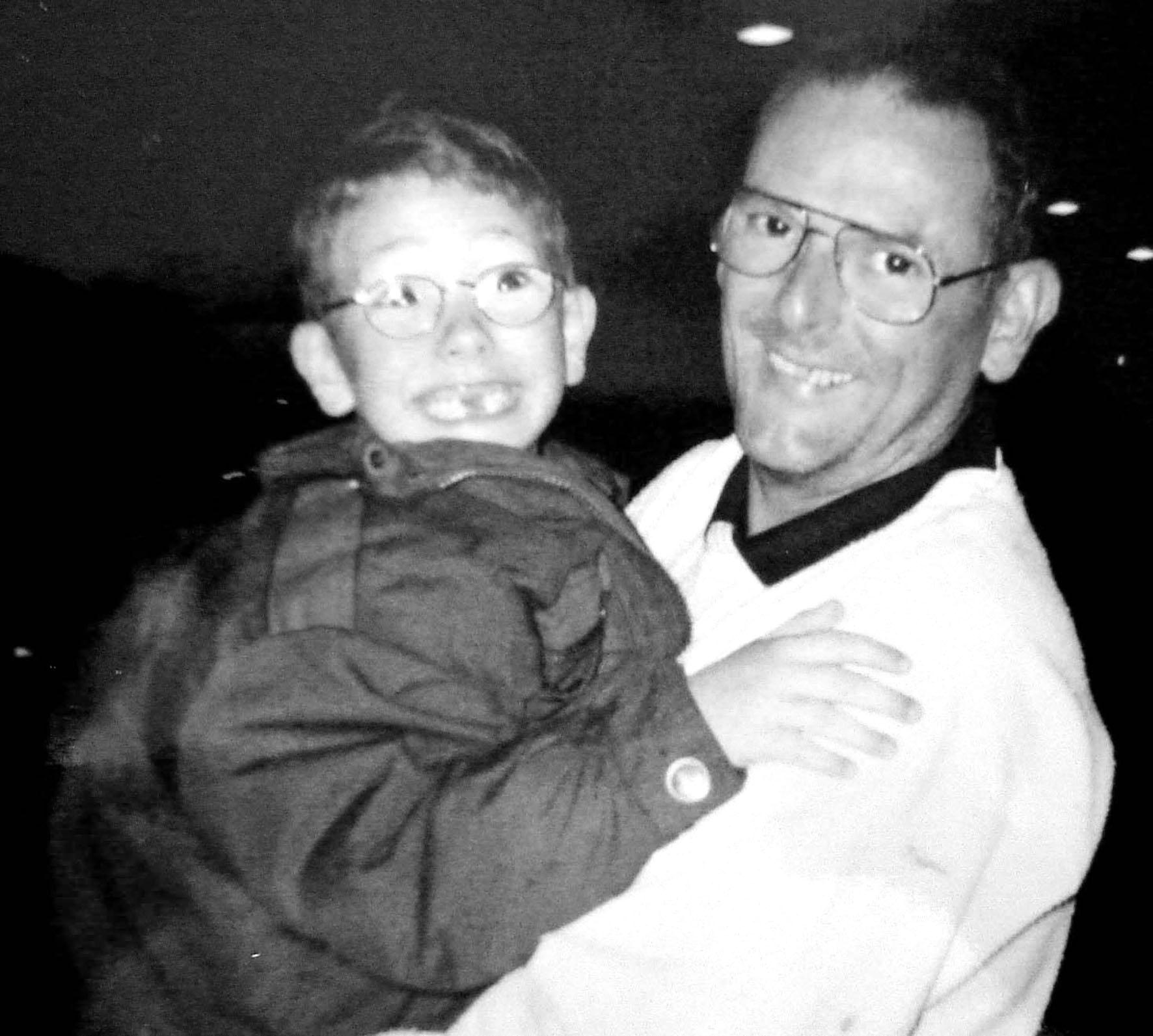 Eu e meu Pai, momento de despedida antes de voltar pra casa da mãe