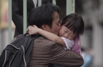 Vídeo emociona ao mostrar que pai mente para o bem da própria filha