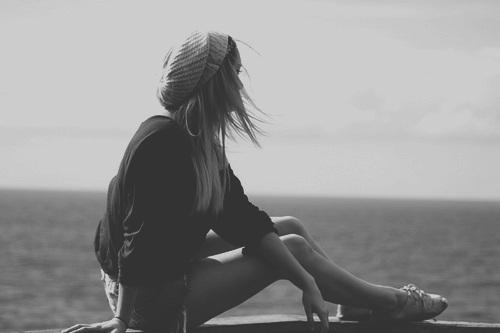 alone-black-and-white-depression-girl-Favim.com-684179