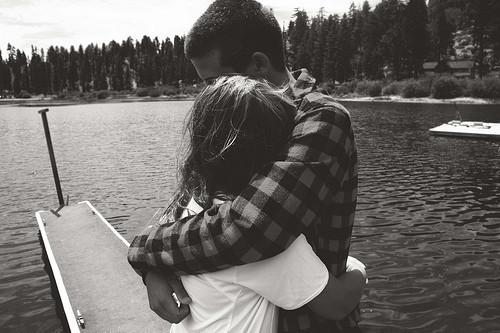 black-and-white-couple-hug-love-water-Favim.com-347550
