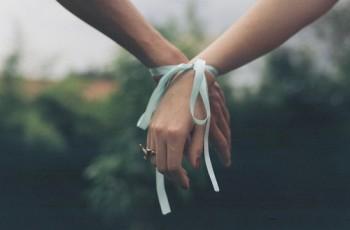 Um relacionamento não é uma queda de braço