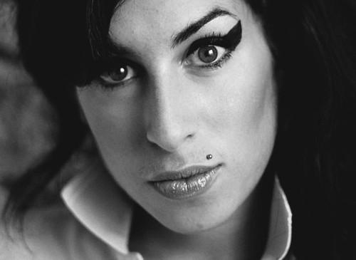 Não morra sem: perceber em Amy Winehouse o delicioso contraponto e a mais absoluta coragem